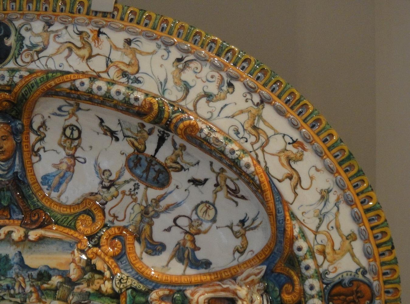 Victoria And Albert An Urbino Maiolica Grotesque Notes